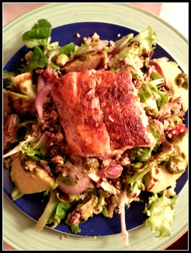 Lettuce (duh), tabouli, red onions, pistachios, avocado with a dab of pesto, some really cool new thick gourmet balsamic I found by Maille called Velours de Balsamique, and some leftover curried salmon.  #5minutesofprep
